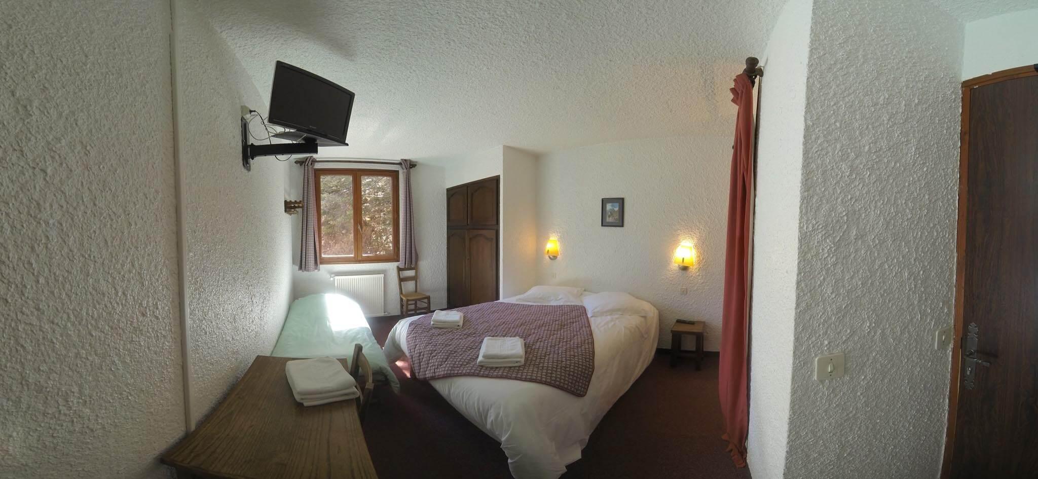 chambre n 5 lit double et lit d 39 appoint douche dans la